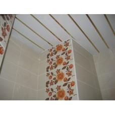 Комплект потолка для туалета, белый с раскладкой золото (Размер: 1,35х0,9)